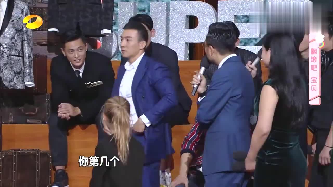 刘畊宏45岁跑酷没在怕的,全程无压力还摆pose,汪涵看呆了!