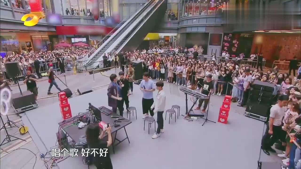 刘宇宁现场直播,带着大张伟唱《乞丐》,引现场粉丝集体大合唱!