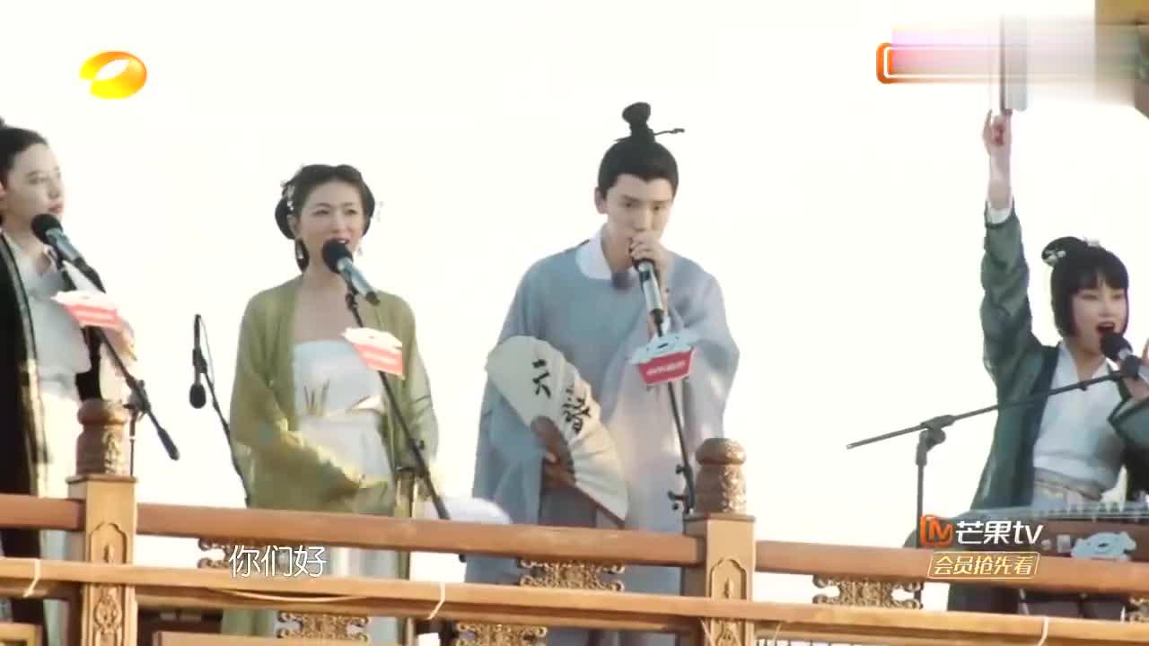 张雨绮万茜古装亮相,杭州西湖唱《桃花仙子》,现场秒变人间仙境