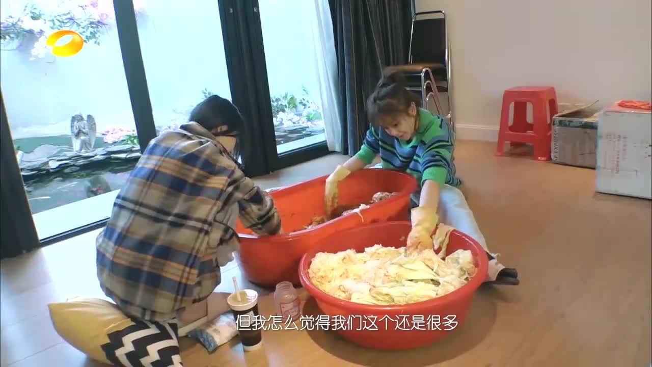 林允做泡菜酱料不够用,海陆帮忙出妙招,开口笑疯张萌大张伟!