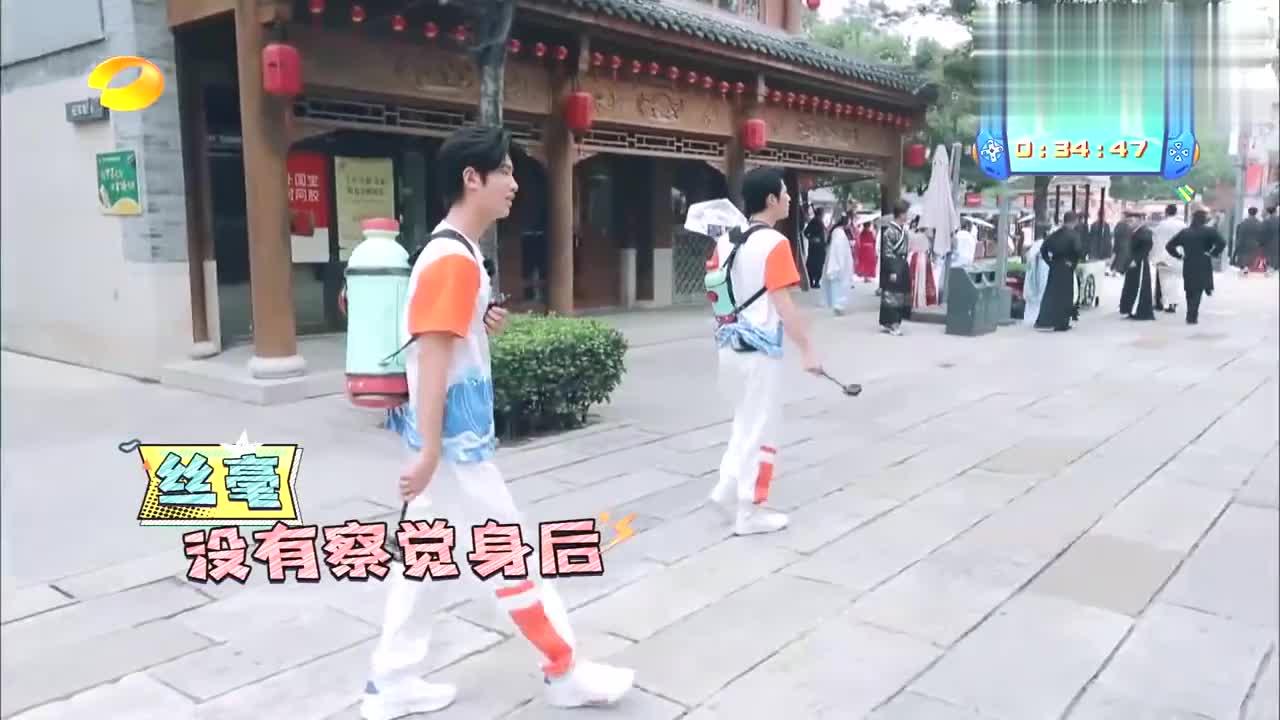 胡军偷袭陈学冬黄明昊,却被大裙摆阻碍,吴昕:太心酸了!