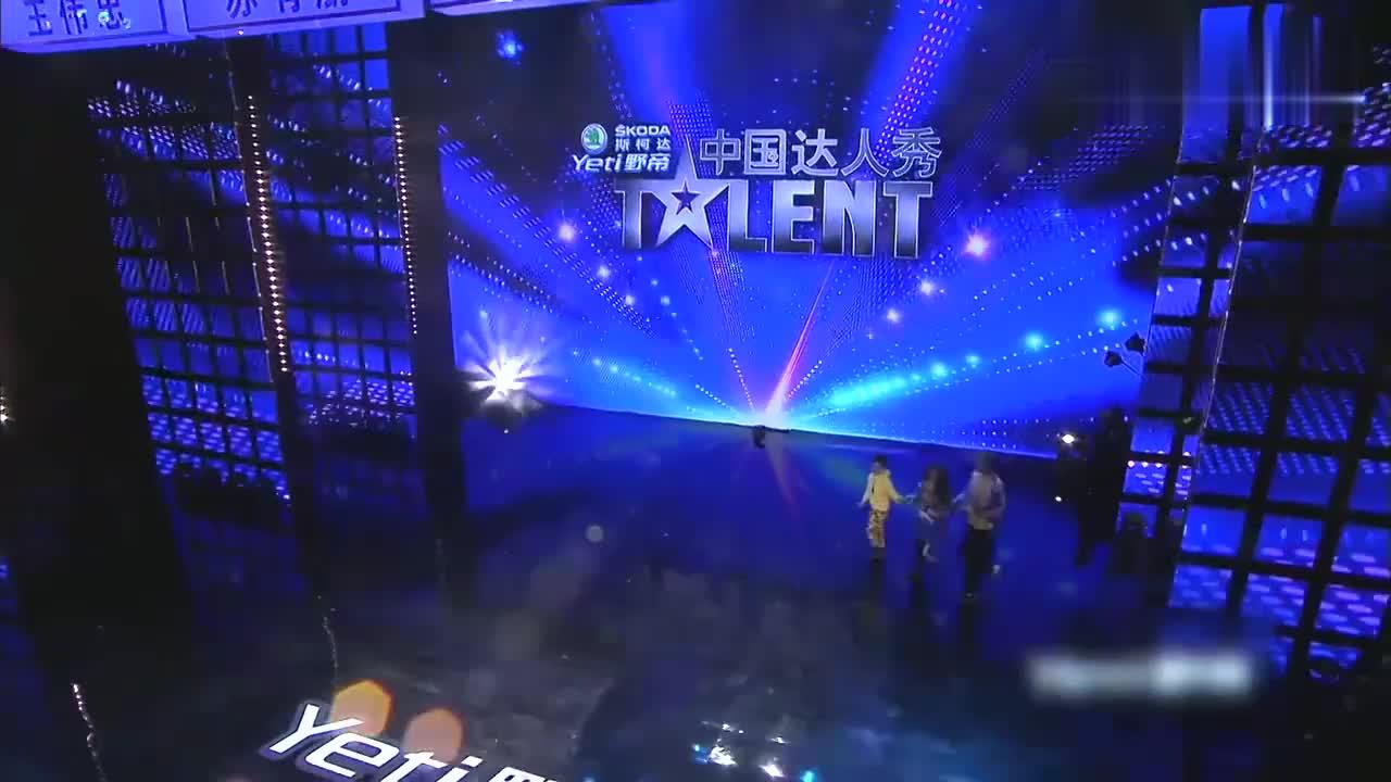 中国达人秀:三人组合嗨爆全场,开场就是大招,掌声雷动啊