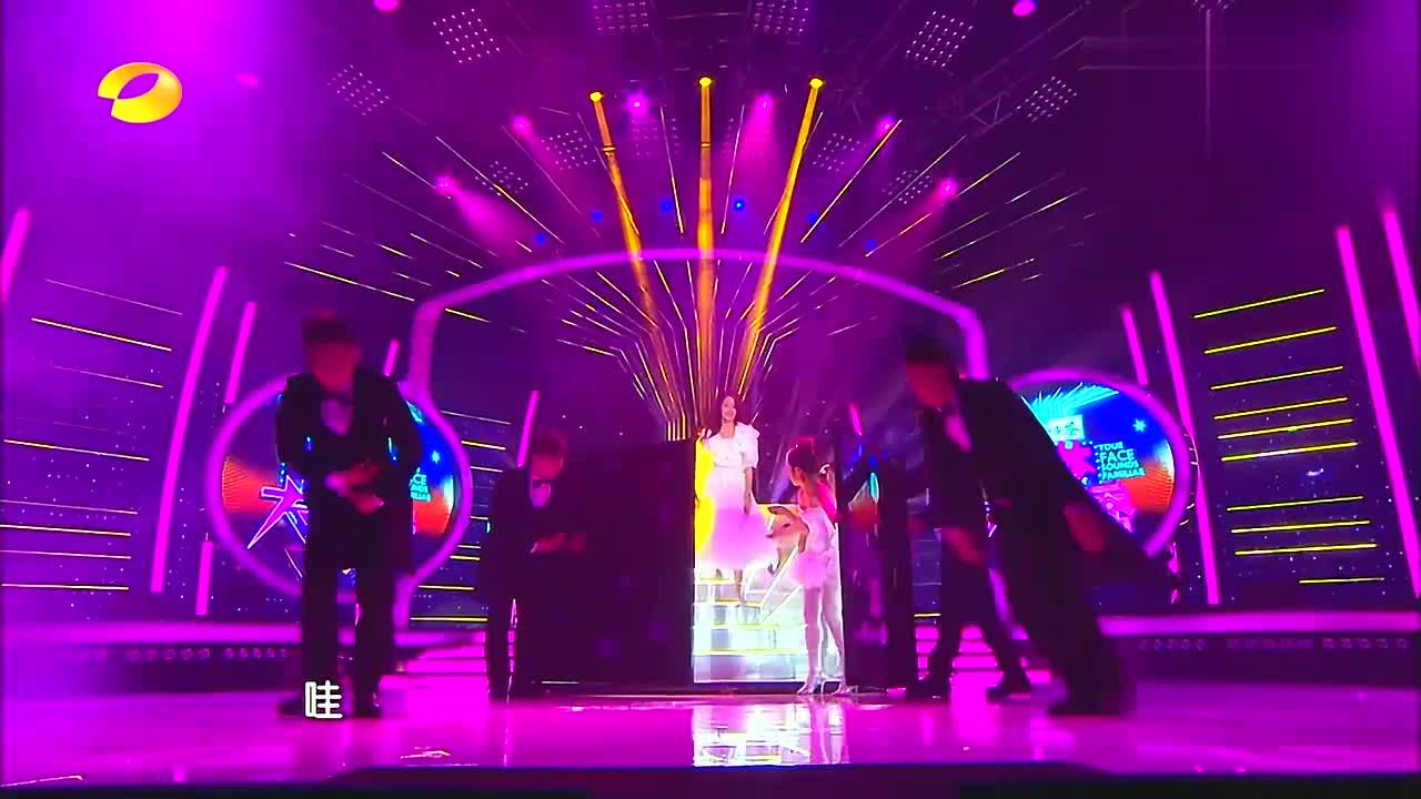 谢娜模仿小龙女,站在光晕下瞬间刘亦菲附体,美到窒息!
