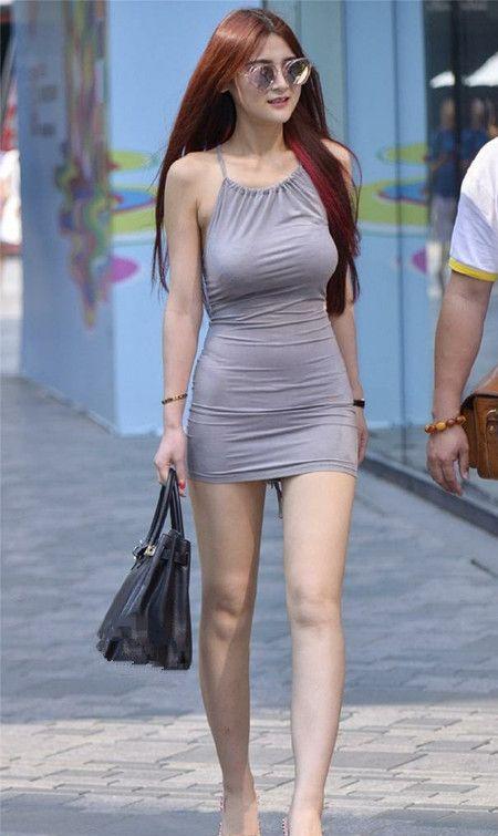 街拍,美女紧身裙大方得体,尽显曼妙身材