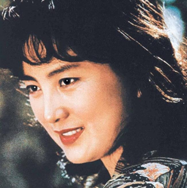 """北影""""三朵金花""""张金玲,为家庭息影却遭遇婚变,如今怎么样了?"""
