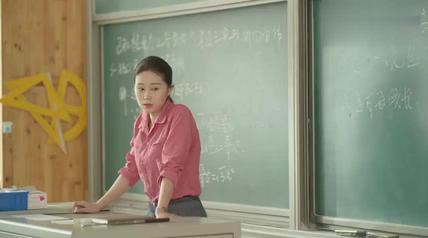 夏至:陆之昂和傅小司体育课干架,看的同学一脸懵,拉都拉不开!