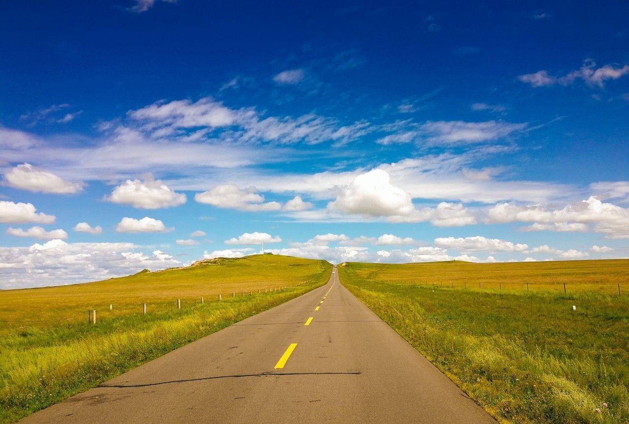 草原天路全长300多公里,是中国大陆十大最美丽的公路之一