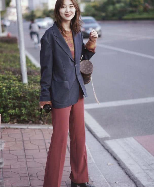路人街拍无惧素颜:小姐姐各个肤白貌美大长腿!穿搭好有明星气质