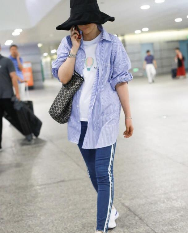 """海清穿衣没有中年感,""""法师帽""""混搭运动裤,曲线好得不像生过娃"""