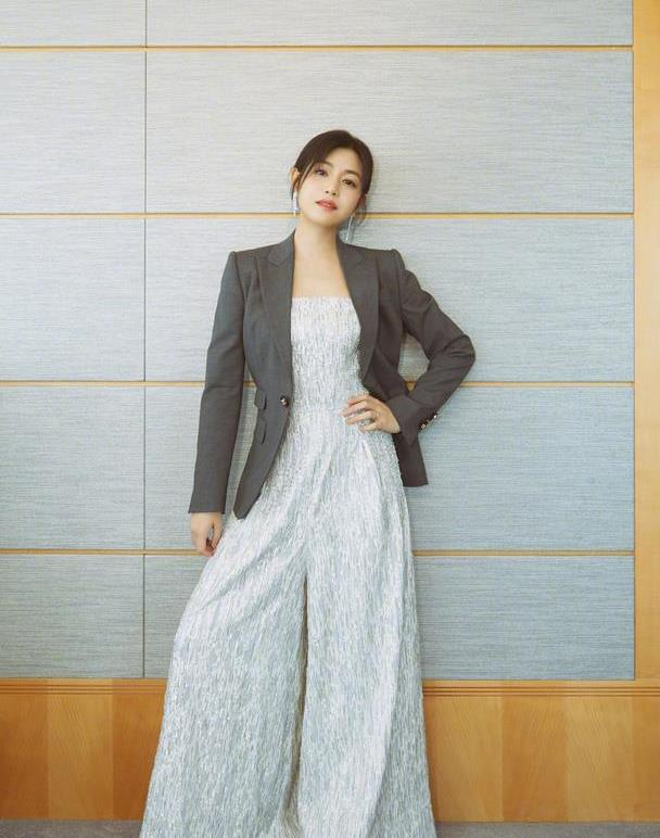 陈妍希减肥成功也太美了,圆脸也能又A又飒,这裤腿是认真的吗?