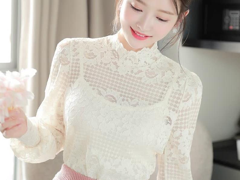 30-40岁的女人喜欢穿透视蕾丝衫,洋气优雅,美得让人心动