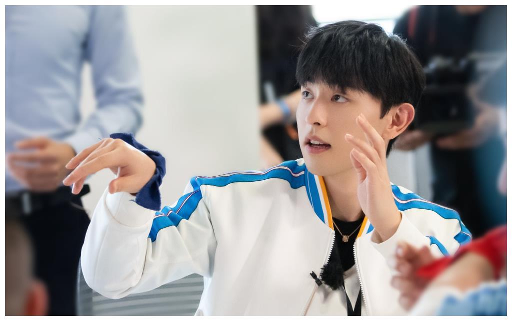 继《极限挑战6》后,邓伦新综艺来袭,《密室大逃脱2》6月5日首播
