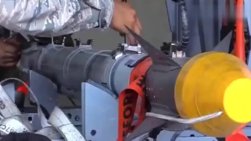 慢镜头拍摄F-22战斗机如何发射导弹,有钱人家孩子就是硬气!