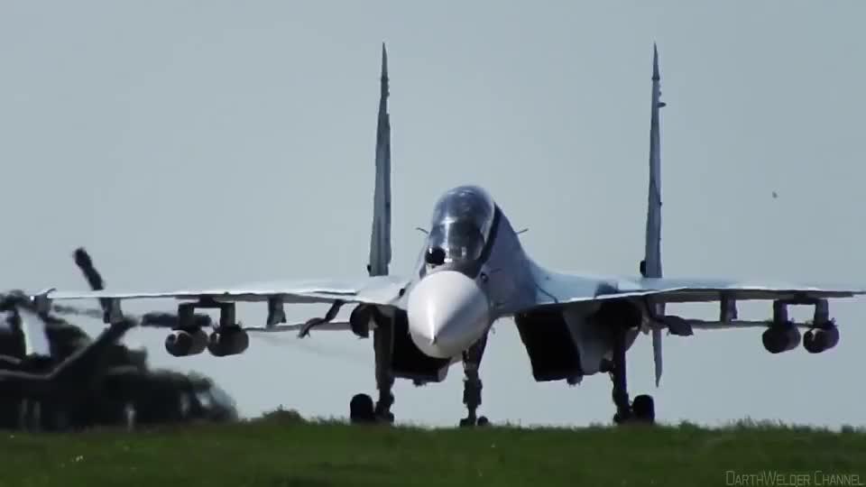 这可是俄最强四代重型战斗机!