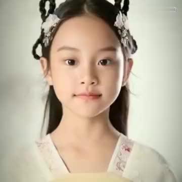 李小璐甜馨穿旗袍庆生,蛋糕上写着:爸爸妈妈爱你,贾乃亮疑在场