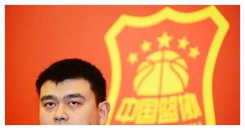 肖华仍不死心,姚明再发强硬表态让他无奈,网友:太帅了姚主席!