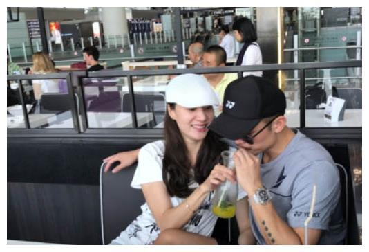 """回应林丹退役!谢杏芳再次打脸外界""""貌合神离""""说,她爱自己丈夫"""