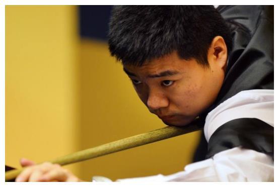 中国台球历史上第1位世界冠军,被世人称为神童,获得世人的认可