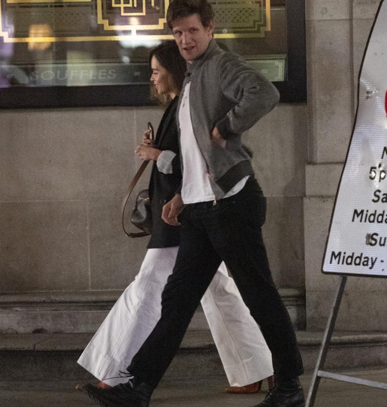 艾米莉亚·克拉克和马特·史密斯现身伦敦街拍