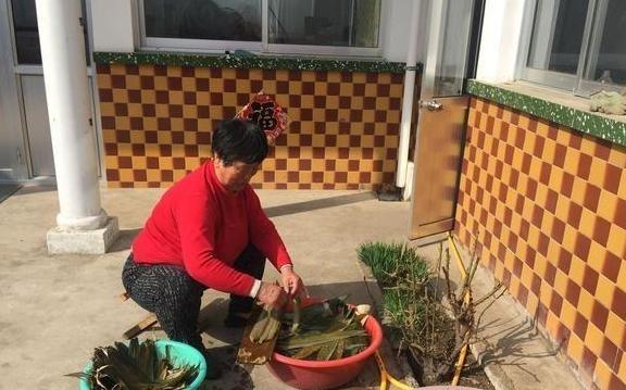 30年厨龄婆婆分享包粽子3步骤,保证比买的还好吃,很多人不知