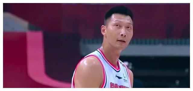 垃圾时间,谁注意到周鹏对胡明轩的举动,这就是广东队强大的原因