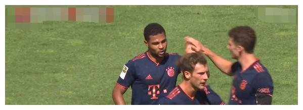 射门11:2 拜仁客场击溃勒沃库森,3分连进2球 半场3:1反超