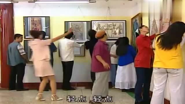 农村大叔进城,进酒店的旋转门竟又转出去了,这可把刘总给急了!