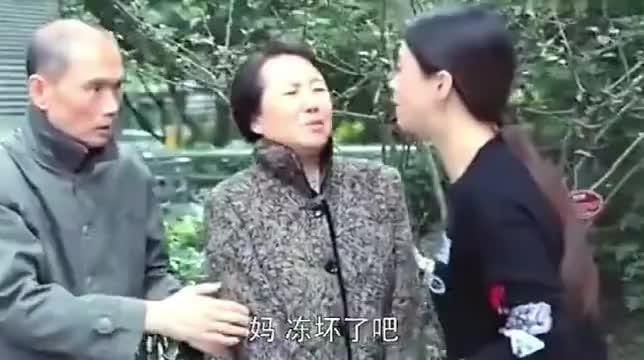 欢乐颂樊胜美给爸妈买饭看到邱莹莹抱住后痛哭