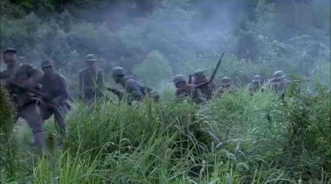 周卫国在隐蔽处埋伏,枪法百步穿杨狙击鬼子,一秒一枪击毙一鬼子