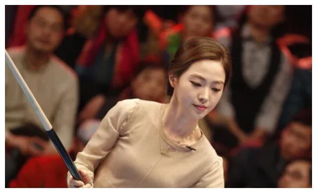 她是台球界的女神,身材高挑长相甜美,嫁给大14岁初恋