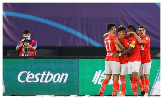 热身赛频频丢球的广州恒大,为什么中超第一轮踢得这么好?
