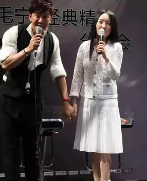 毛宁和杨钰莹再聚首 毛宁中性风依然帅气 杨钰莹长发美丽