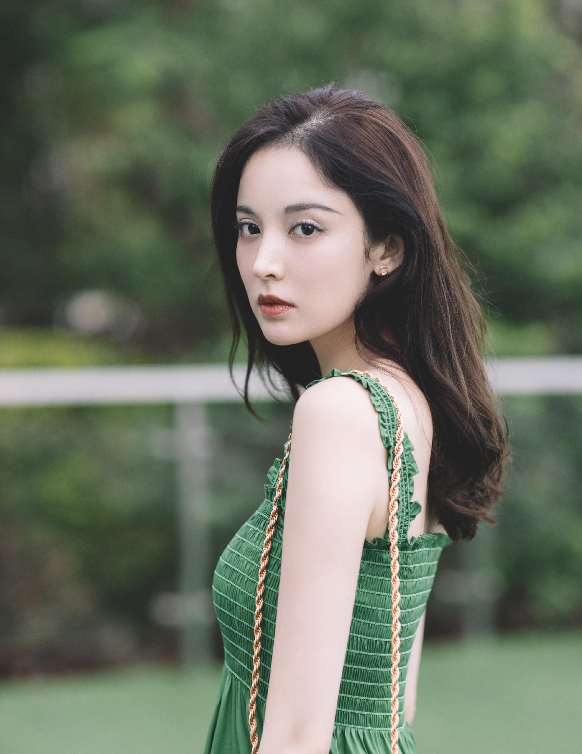 古力娜扎写真,一袭绿裙,气质优雅,清新可人