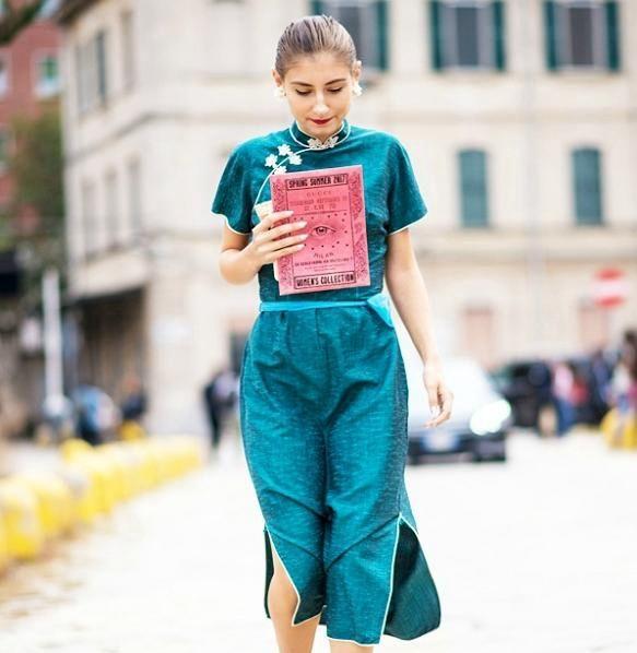 街拍:图一小姐姐一身绿色的衣裳,有种民族风的感觉,很淑女!