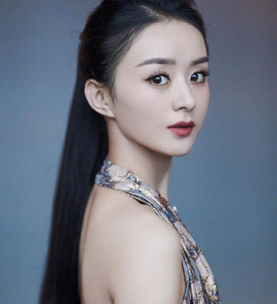 赵丽颖蓝丝带复古大片太惊艳,美上热搜,3招实力诠释:时尚女王
