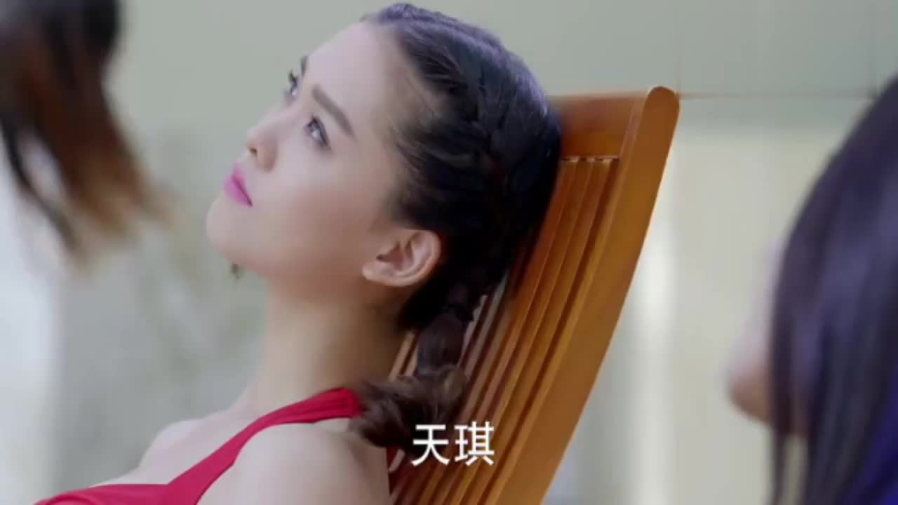 麻辣变形记:关小迪与粉红豹没见过几次面,却是最好的闺蜜
