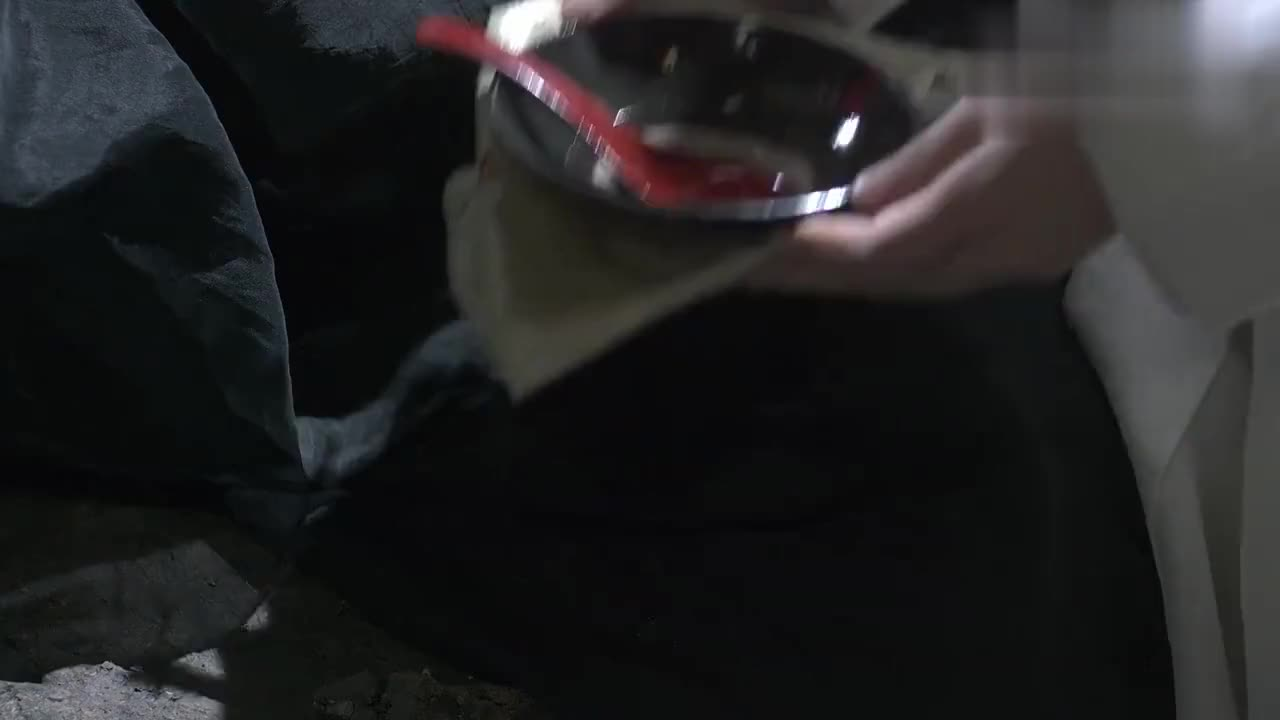 十里桃花:司音给了离镜一张符,这样他就能自由出入昆仑虚了