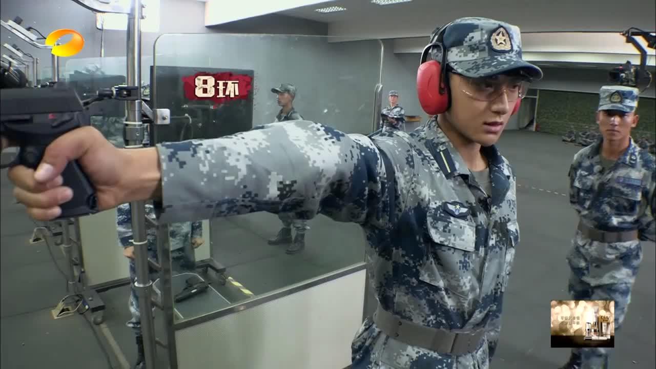 """黄子韬沈梦辰不愧是""""兵王"""",两人竟射出一样的靶数,晋级决赛!"""