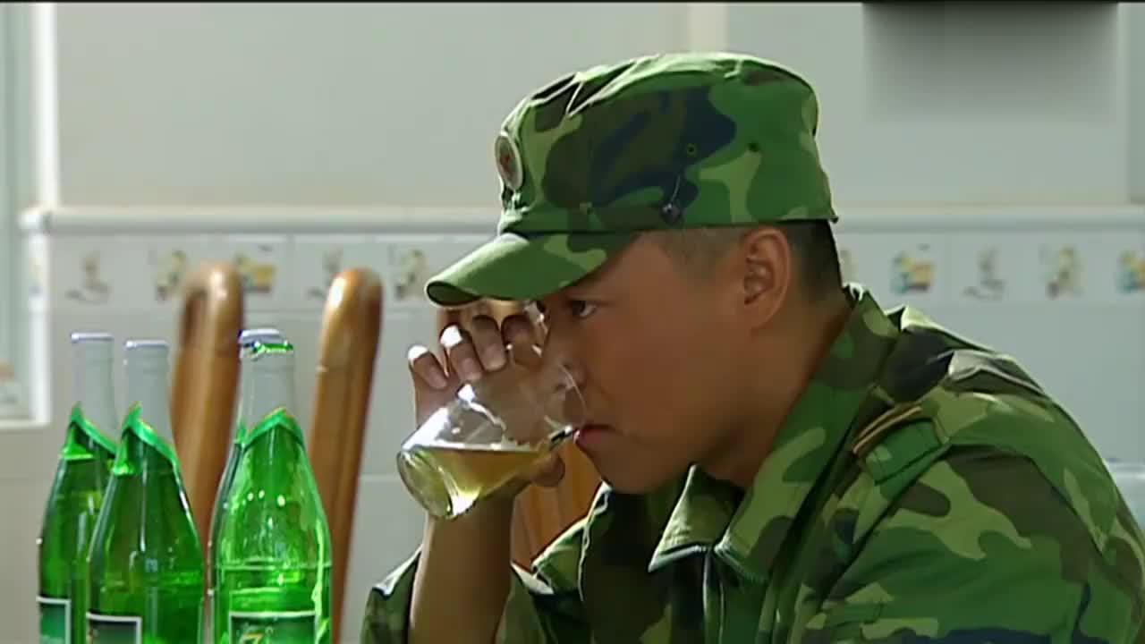 士兵突击:因为一篇文章,成才被调往大草原看羊,气得又哭又笑