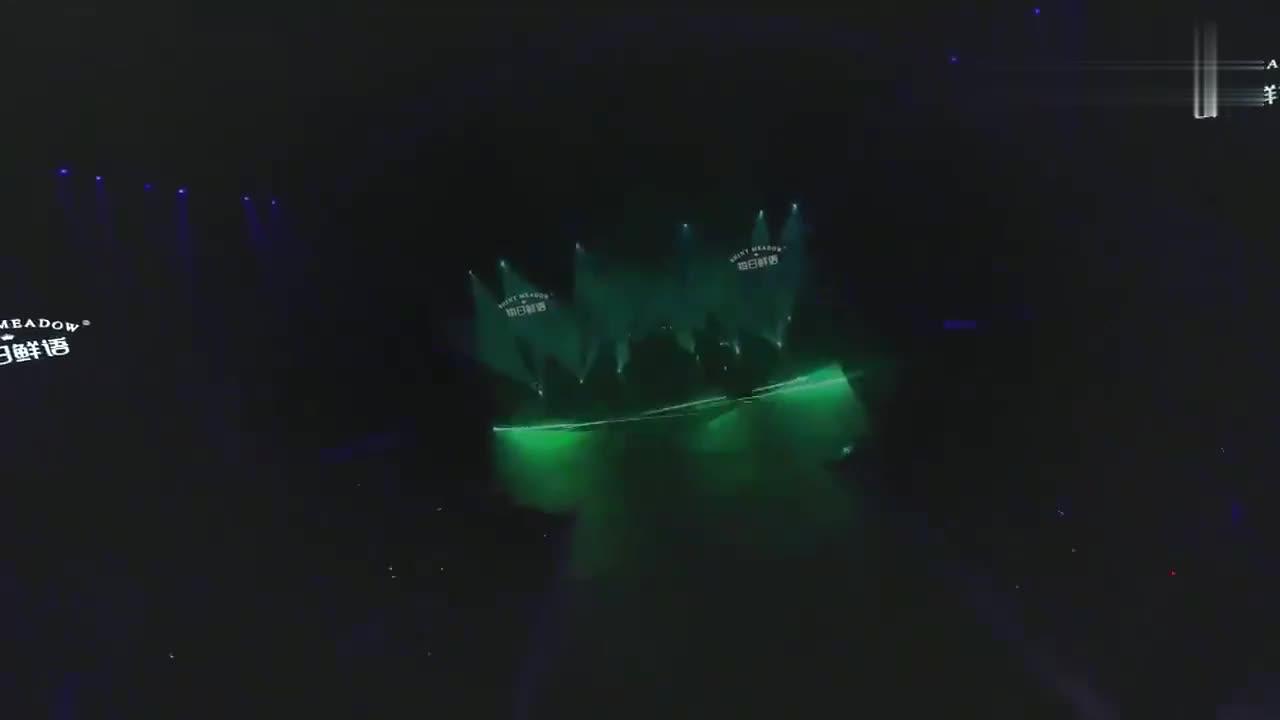 肖战那英对唱《完美世界》,一开口火花四溅,台下周深听呆了