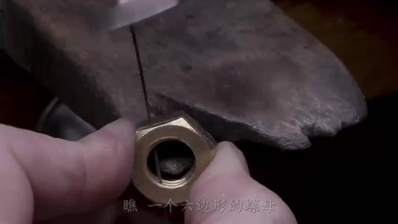 """小伙高调炫技,用硬币打造""""蓝玫瑰"""",成品一出惊艳众人!"""