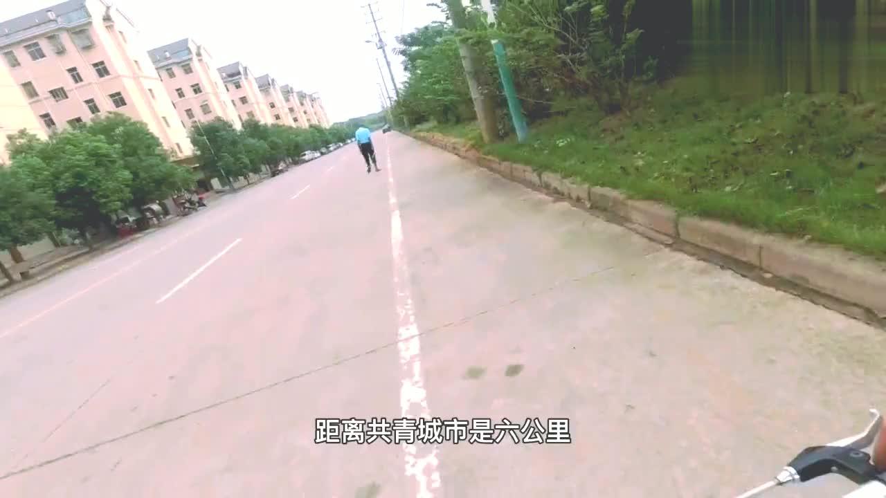 九江视频日记德安县骑行,累了把自行车折叠,用共享电动车载