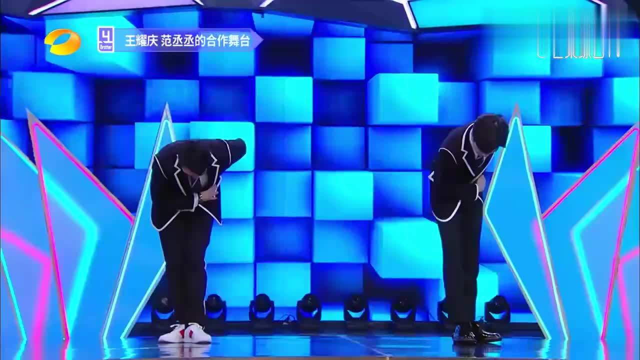 王耀庆范丞丞跳偶像练习生主题曲《EiEi》动作潇洒,谢娜惊了!