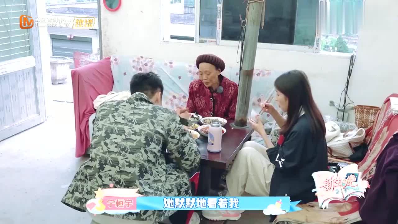 周安琴宁恒宇回北京,奶奶不舍落泪,这段看一次哭一次!