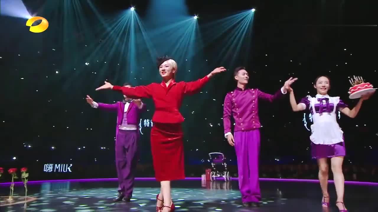 舞蹈风暴:别人都追剧,张艺兴却把舞蹈电影看,当场发问有下集?