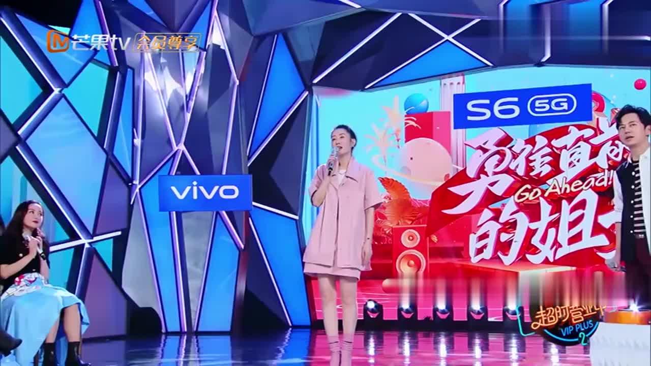 刘敏涛台上唱小小鸟,台下谢娜就开始笔画模仿,看完想打人系列!