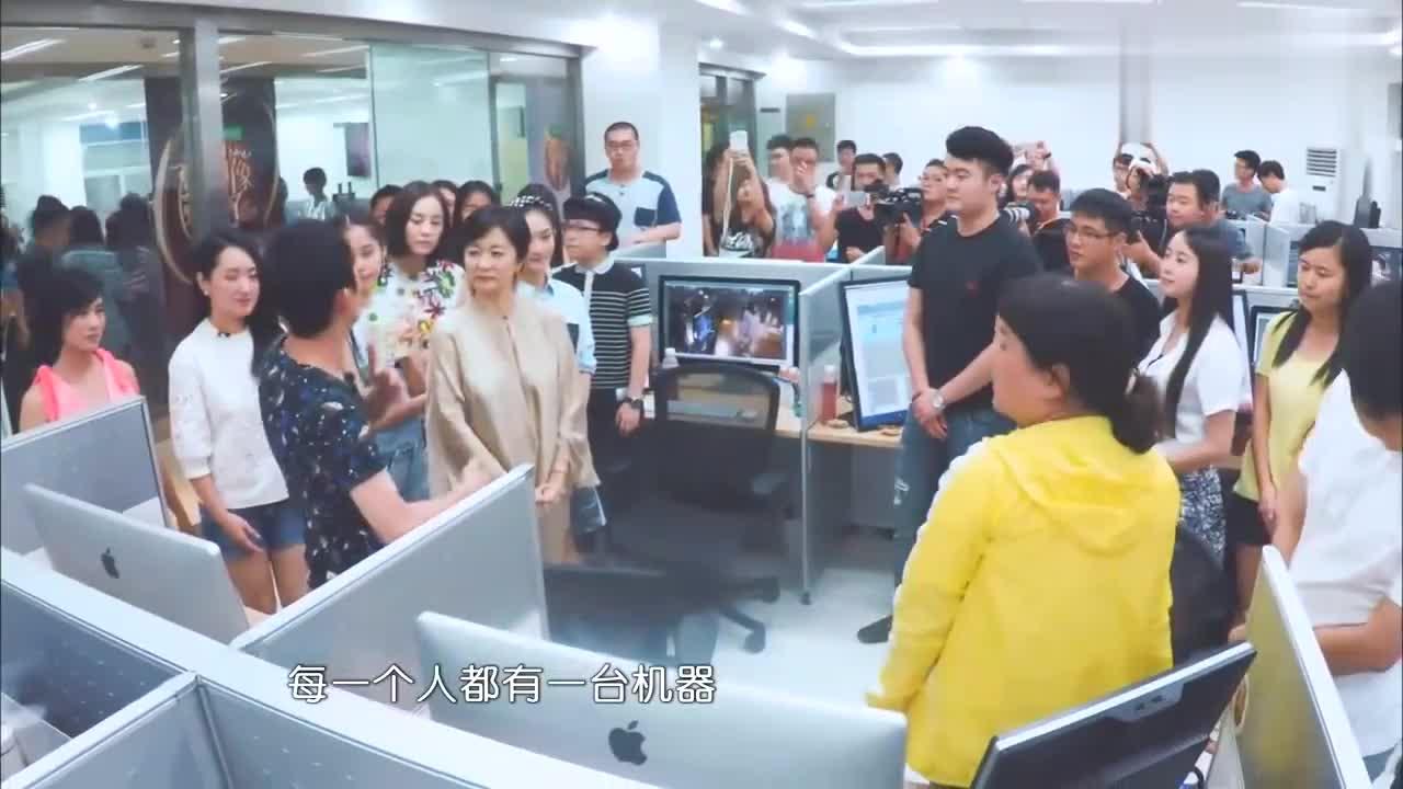 林青霞探班剪辑师,观看成果一眼发现错误,工作人员开口笑翻全场