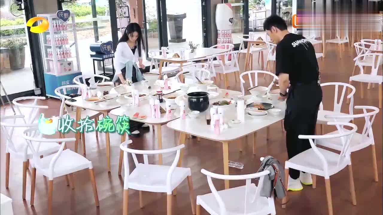 赵丽颖变洗碗小能手,看到身后的工作量,冯绍峰会心疼的!