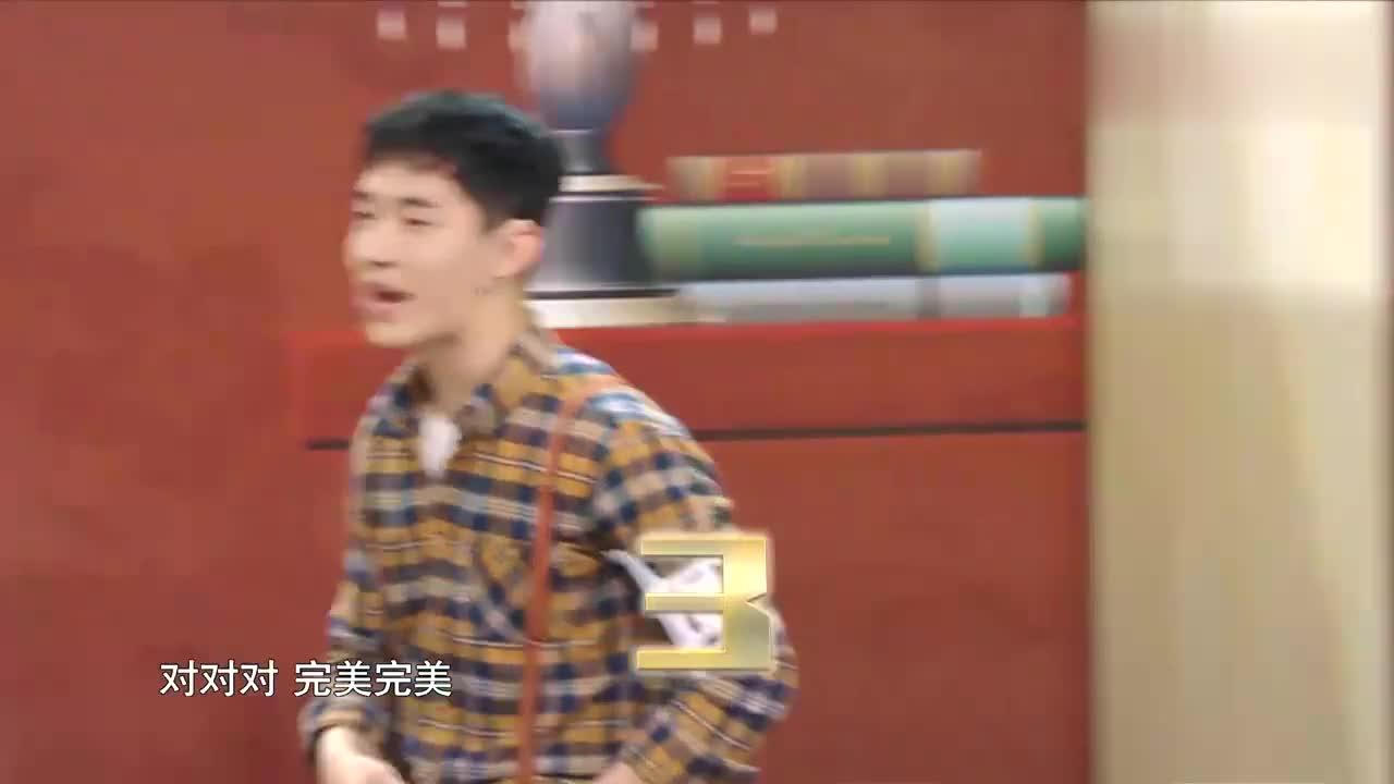 千万别让刘宪华在那比划,宋茜无语的直挠头,黄磊都绝望崩溃了!