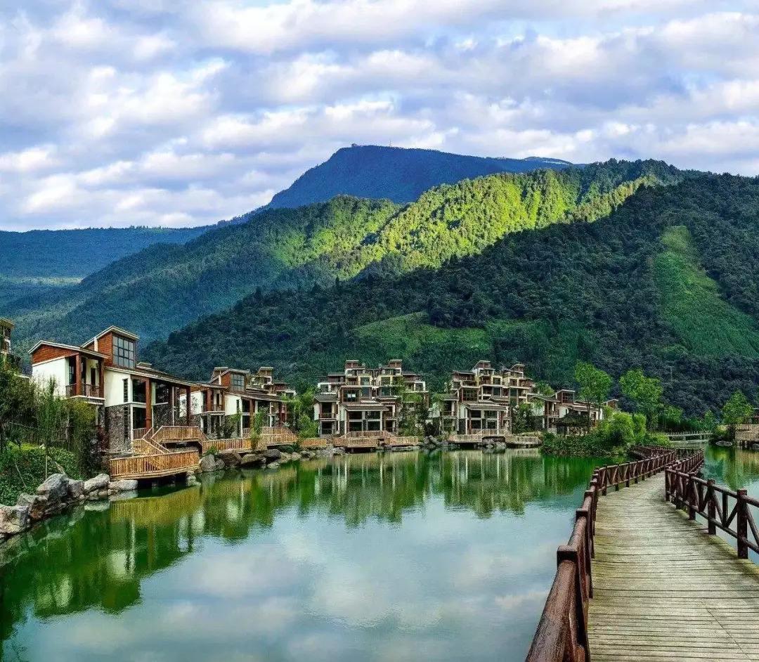 湖北一座中国历史文化名镇,地处鄂豫两省边际